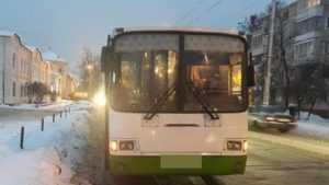 В Брянске в автобусе ушиблась при падении пассажирка