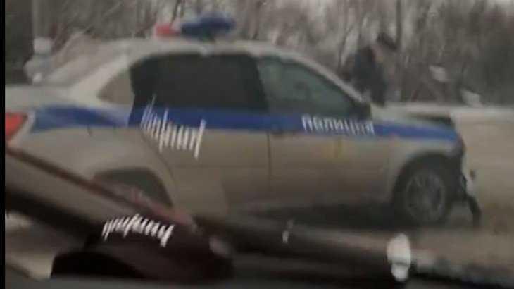 В Брянске автомобиль полиции попал в аварию