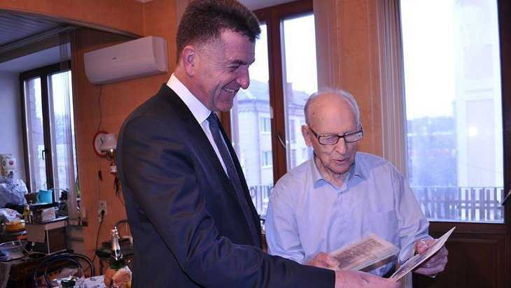 Глава Брянска поздравил с юбилеями Бориса Старовойта и Виктора Афанасьева