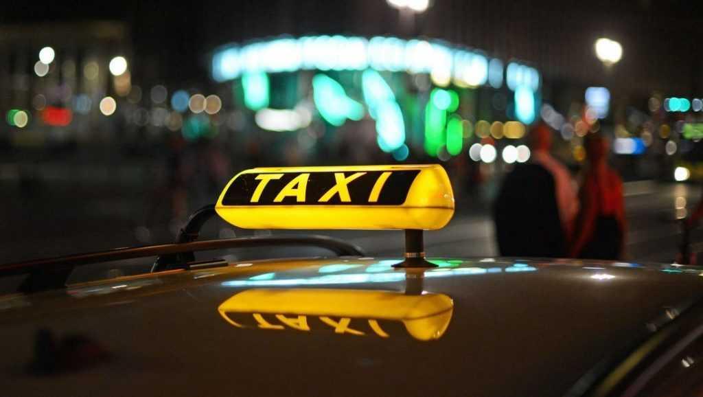 Брянские таксисты в новогоднюю ночь резко подняли цены