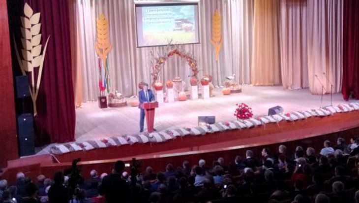 В Брянске наградили лучших работников сельского хозяйства