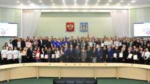 Брянский губернатор наградил дюжину волонтеров