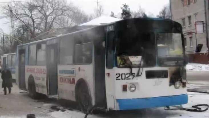 В Брянске на улице Бежицкой потушили горевший троллейбус