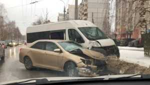 В ДТП с маршруткой 246 в Брянске пострадали четыре пассажирки