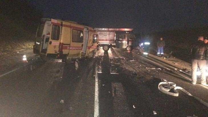 В страшной аварии с участием скорой помощи погибли 6 человек