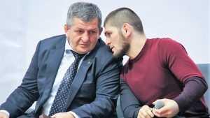Отец Нурмагомедова назвал предварительную дату боя сына с Мейвезером