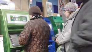 Банк России начал готовить банки к отключению от Visa и Mastercard