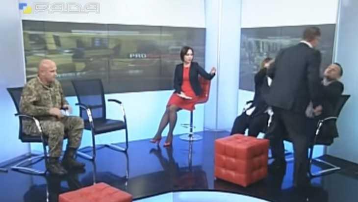 В сети появилось видео драки украинских депутатов