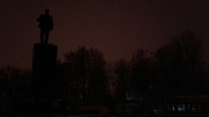 Ленин заплутал в мрачной брянской темноте
