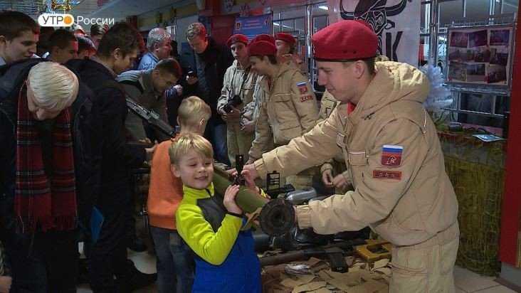 В Брянске 400 школьников и студентов взялись за оружие