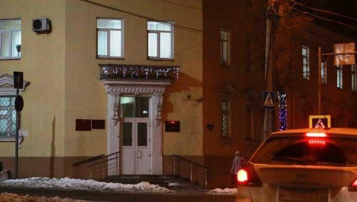 Брянцев упрекнули в нежелании украсить магазины и офисы к Новому году
