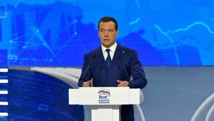Медведев поблагодарил за работу председателя Брянской думы Попкова