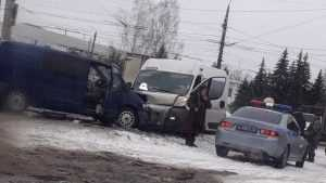 Три автомобиля столкнулись возле поворота на Камвольный комбинат в Бежице