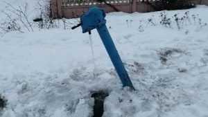 В Брянске автомобильповалил водоразборную колонку