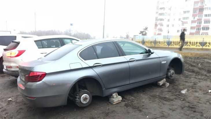 Опубликовано видео о банде, снимающей колеса автомобилей в Брянске