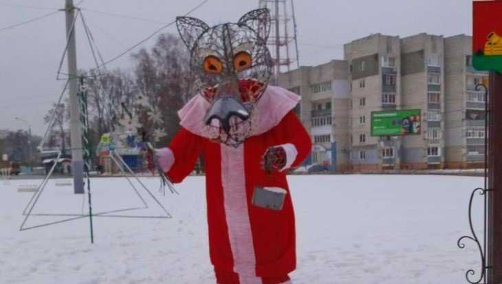 Брянский волк превратился в Деда Мороза возле светящихся ёлок