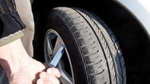 В Трубчевском районе ревнивец повредил автомобиль своего соперника