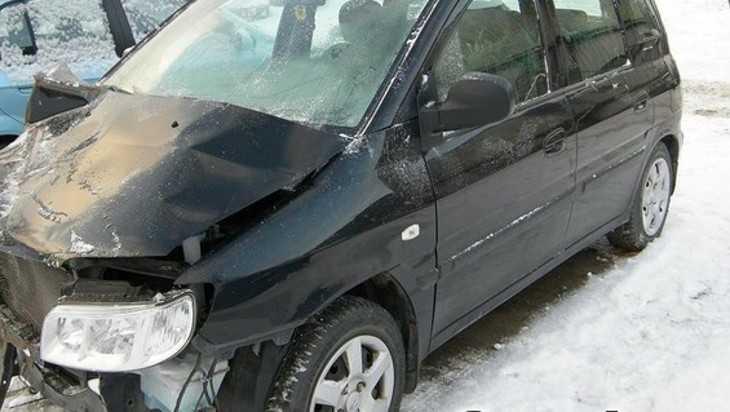В Выгоничах бомж-угонщик на Hyundai Matrix врезался в стройматериалы