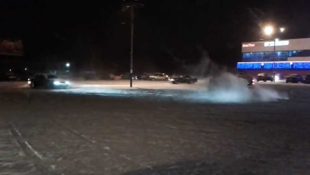 Брянская полиция пообещал пресечь опасные гонки возле гипермаркетов
