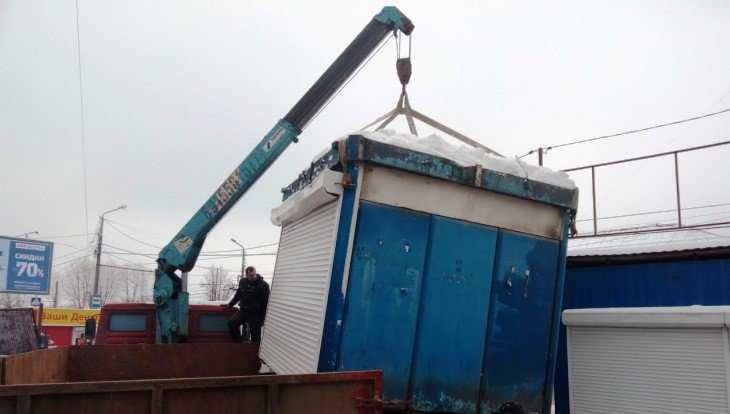 В Брянске со скандалом снесли 6 незаконных киосков на «Северной»