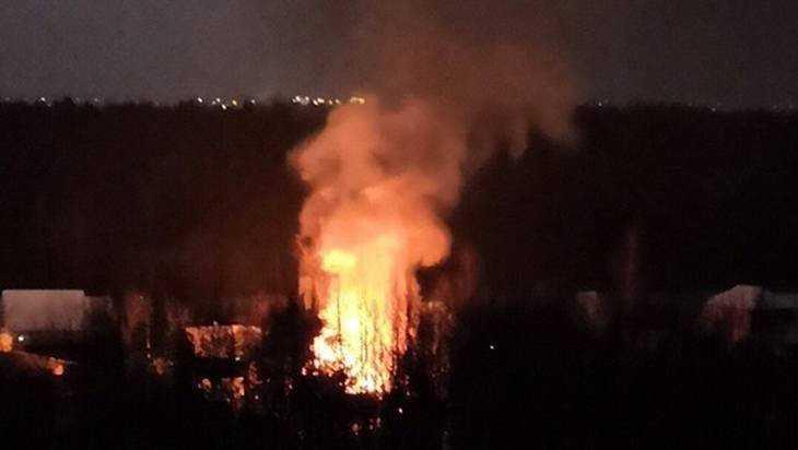 В районе Брянского мясокомбината вечером сгорел жилой дом