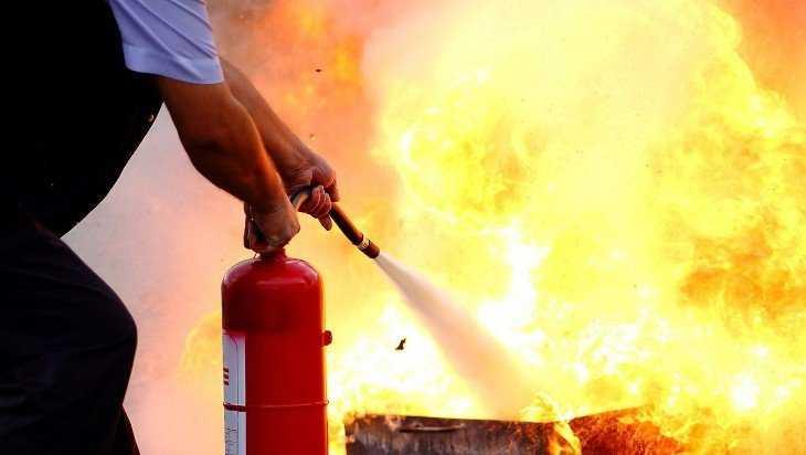 Брянец успел потушить огонь в своей квартире до приезда пожарных