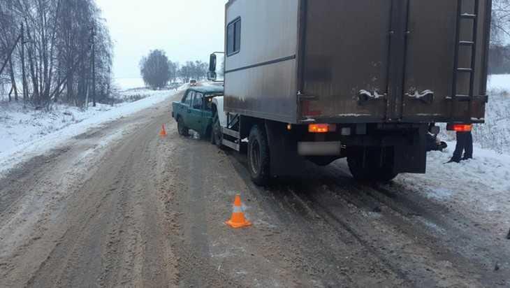 Под Стародубом в ДТП с грузовиком погиб 70-летний водитель ВАЗ