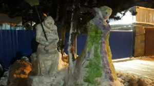 Брянцев потрясли снежные фигуры на улице Карачижской
