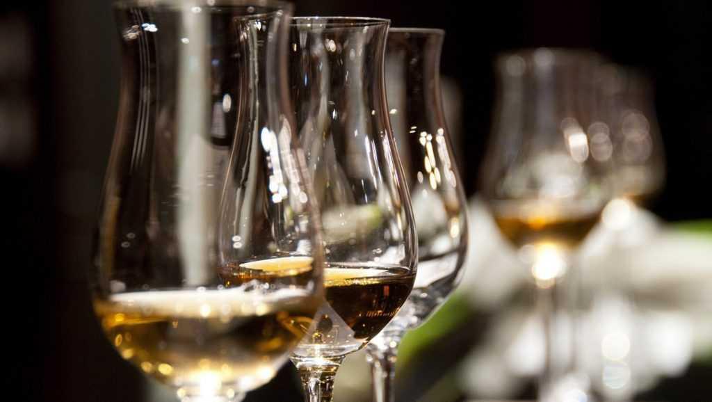 Брянцев предупредили о возможном дефиците импортного алкоголя