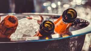 Эксперты рассказали о выборе шампанского на Новый год