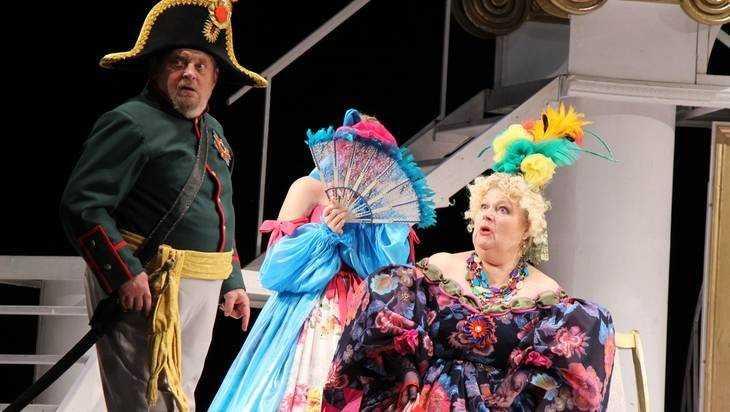 Актеры брянского театра сыграли ошеломительный чемпионат мира по «Ревизору»