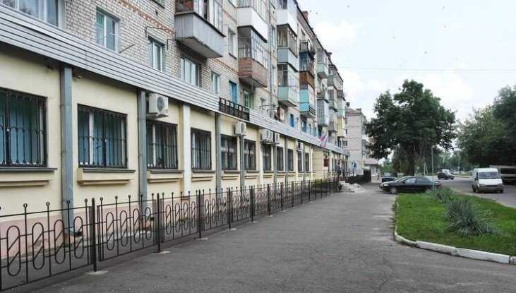 В Брянске водителям запретили остановку у здания суда на улице Профсоюзов