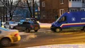 В Брянске в ДТП попал автомобиль «Почты России»