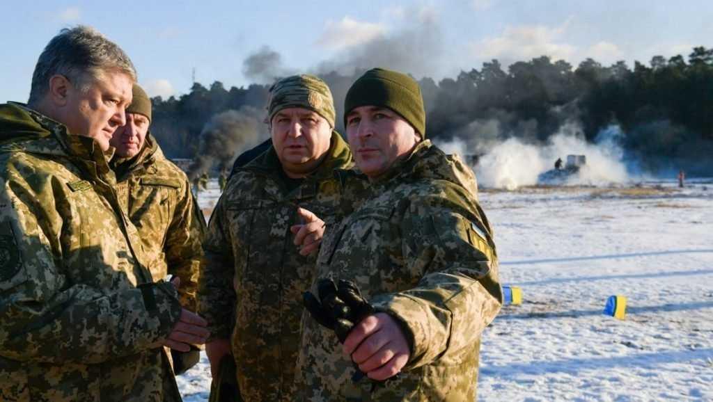 Порошенко заявил о стягивании войск к российской границе