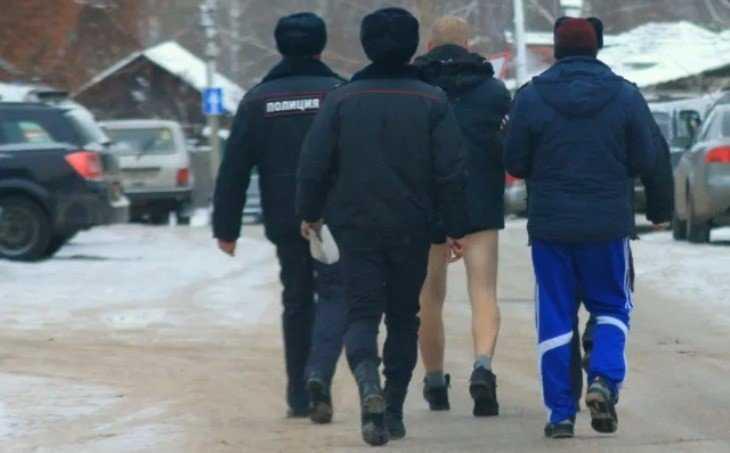 Брянцев развеселило фото задержанного полицией мужчины без штанов