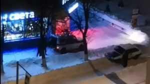 В Брянске сняли видео о застрявших в сугробе пьяных угонщиках