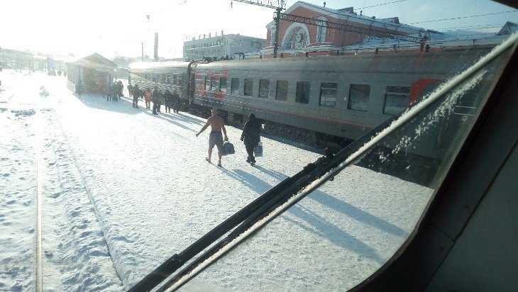 В Брянске с поезда сошел почти голый пассажир