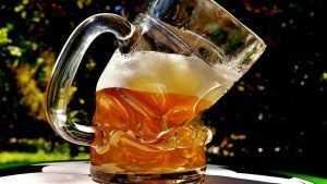 Брянская торговка ответит за продажу пива 16-летнему подростку