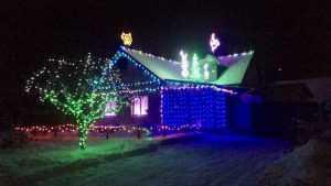 Брянцы к Новому году украсили свои дома как на Бродвее