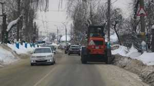 В Брянске на очистку дорог от снега вышли 50 машин