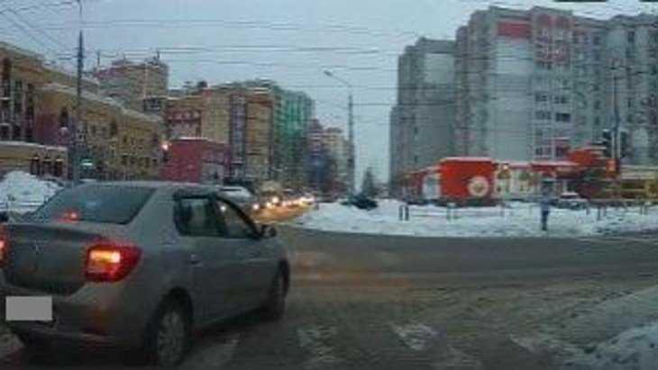 В Брянске водителя по видеозаписи наказали за остановку на «зебре»