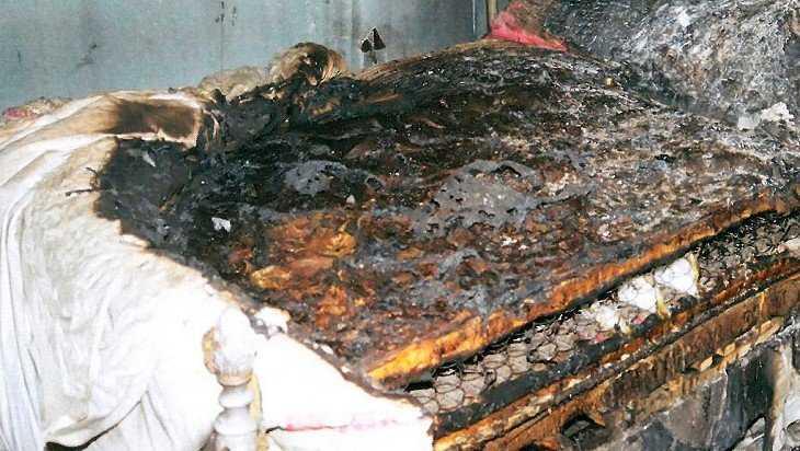 В Комаричах в своей постели чуть не сгорел 40-летний мужчина