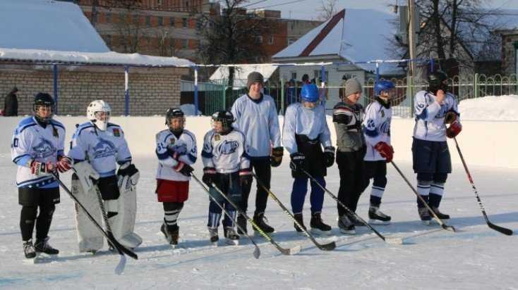 В Клинцах Брянской области школьные команды сразились в хоккей