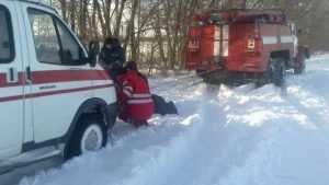 В Белых Берегах ехавшая к ребёнку скорая помощь увязла в снегу