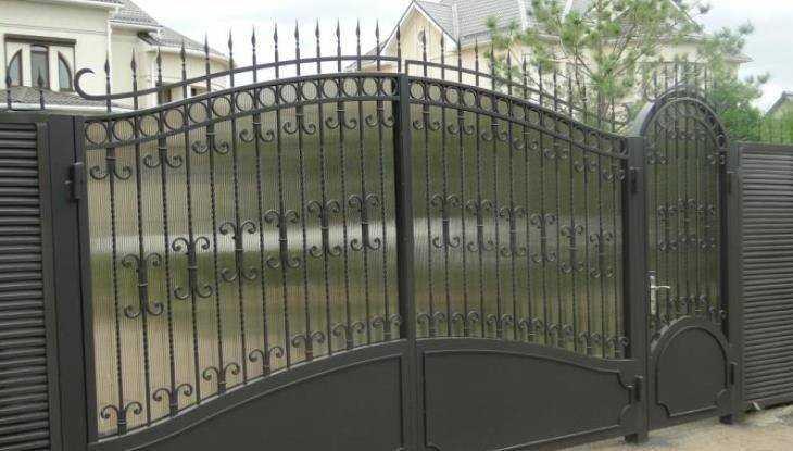 В Клинцах Брянской области 25-летний охотник за металлом украл ворота