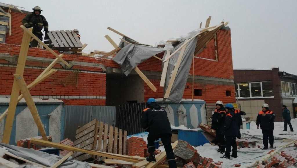 Опубликованы новые снимки с места обрушения здания в Брянске