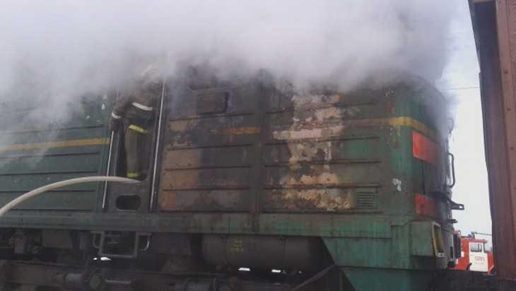 На железной дороге в Унечском районе загорелся тепловоз