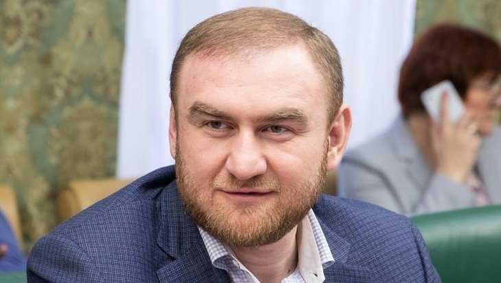 Коллегу брянских сенаторов задержали в зале по обвинению в убийстве