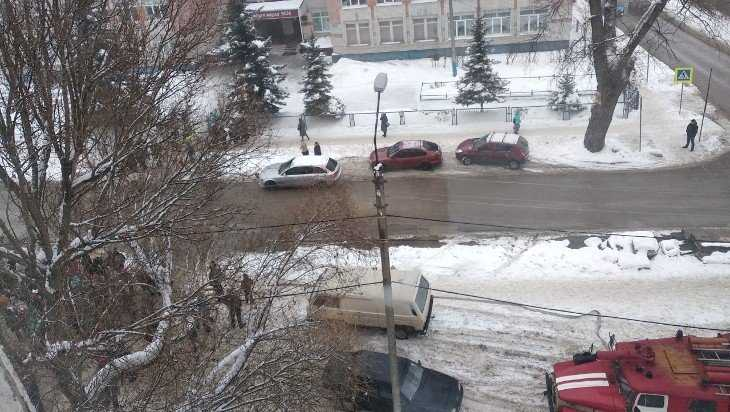 Массовая эвакуация в Брянске произошла из-за ложных сообщений о бомбе