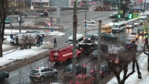 В Брянске из-за ДТП со скорой помощью возник большой затор